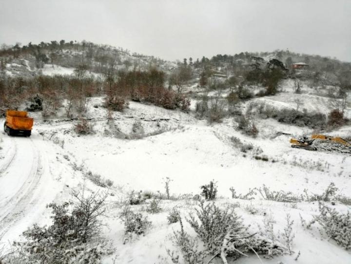 Sındırgı'nın yüksek kesimleri karla kaplandı